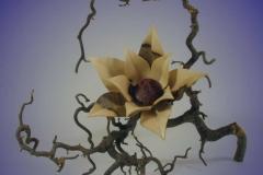 Blütenobjekt aus Nußbaum